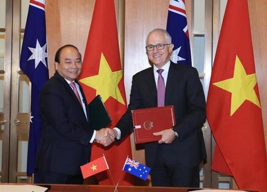 越南总理阮春福(左)与澳大利亚总理特恩布尔 海外网 图