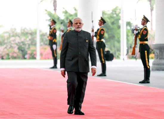 9月5日,印度总理莫迪抵达厦门国际会议中心,出席新兴市场国家与发展中国家对话会。新华社记者陈晔华摄