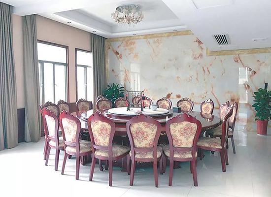 湖南省安化县公安局食堂包间。