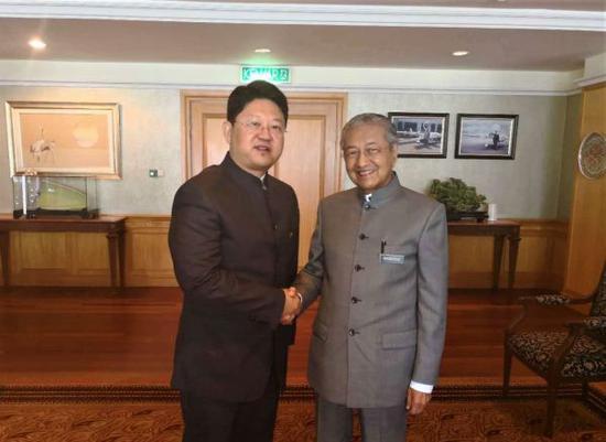 5月24日上午,马哈蒂尔会见白天大使。