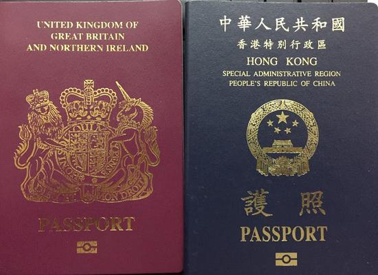 """""""英国国民(海外)护照""""和中华人民共和国香港特别行政区护照。图自港媒"""