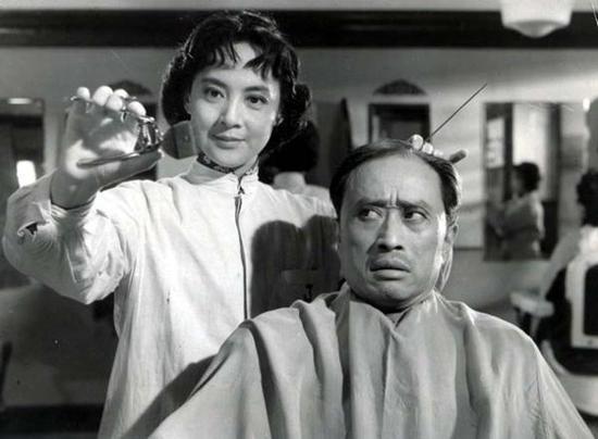 《女理发师》