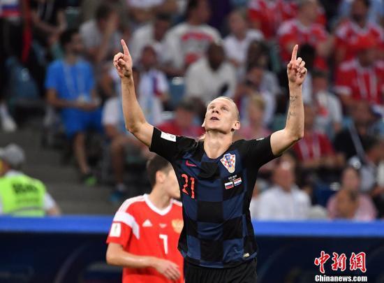 俄罗斯世界杯克罗地亚战胜俄罗斯。图为维达庆祝进球。中新社记者 毛建军 摄