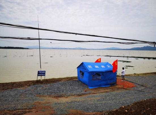 负担进洪、蓄洪义务的都昌县新妙湖是鄱阳湖的一处内湖。 汹涌消息记者 朱远祥 图