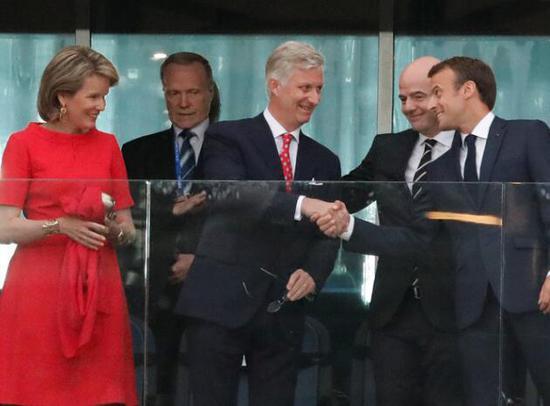 法国总统马克龙与比利时国王和王后