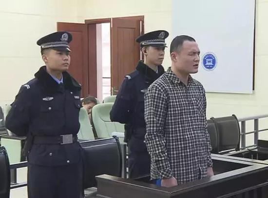 △被告人犯招摇撞骗罪 判处有期徒刑两年