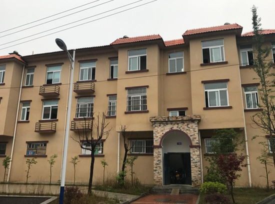 岳西县天堂镇的易地搬迁石桥源泉集中安置点楼房外景