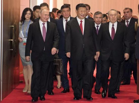 ▲6月9日,国家主席习近平在青岛国际会议中心举行宴会,欢迎出席上海合作组织青岛峰会的外方领导人。