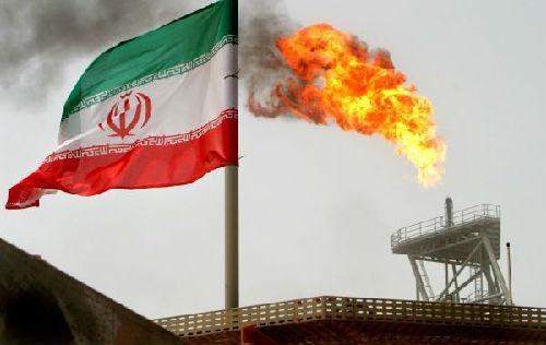 位于波斯湾的伊朗苏鲁什油田的产油平台。(路透社)