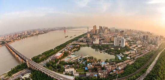 武汉开发区:高端人才父母入住每年补2万配保姆|创新创业