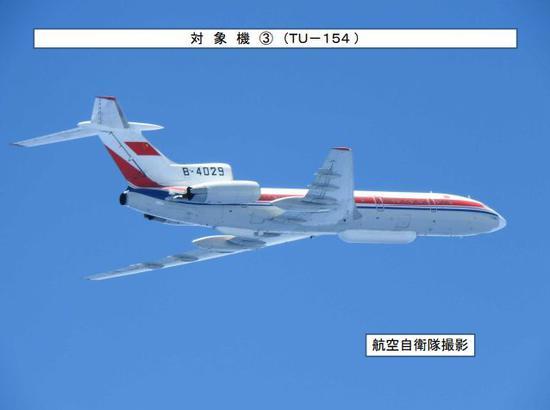 """▲日本防卫省统合幕僚监部发布的""""19日中国飞机在东海和太平洋上空的飞行轨迹""""(有修改)"""