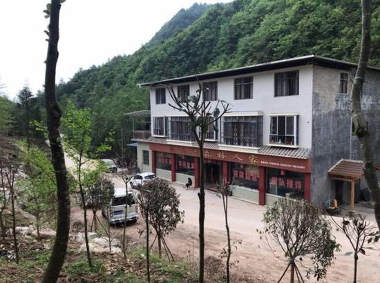 罗元忠被指以亲属名义违规修建的农家乐目前仍在经营。