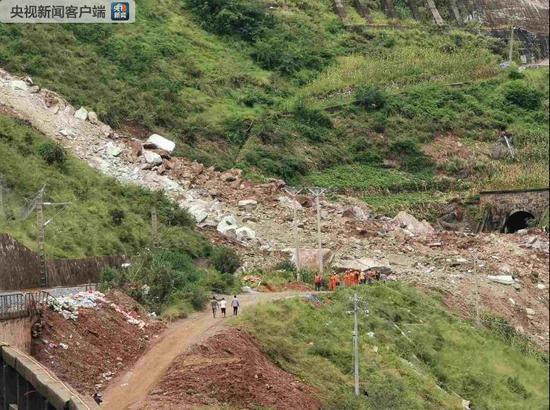成昆铁路甘洛段突发山体崩塌 24人遇险11人已获救|成昆铁路