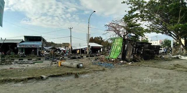 印尼地震引发海啸 数百建筑倒塌