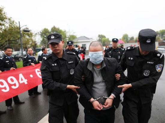 杀人嫌犯朱某某潜逃24年后落网。警方供图