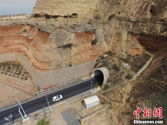 """甘肃省公路交通系统正在进行""""双整改"""":既整改公路质量问题,也整改工作作风问题。"""
