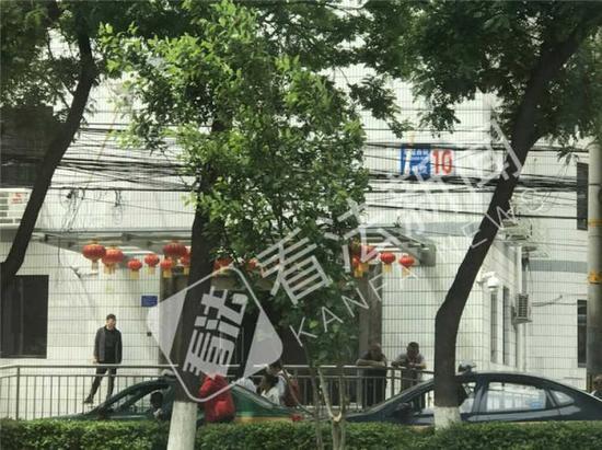 玉器店无任何标志 摄/记者 董振杰