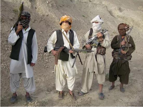 塔利班武装简陋的武器