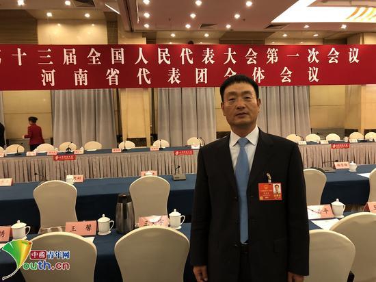 十三届全国人大代表、河南省辉县市张村乡裴寨社区党总支书记裴春亮