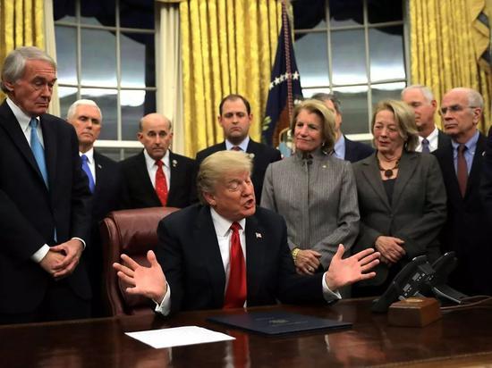 ▲特朗普上台后已签署多个法案。