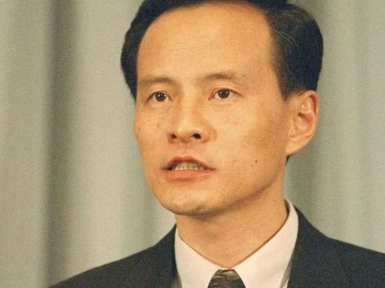 ▲资料图片:1996年,时任中国外交部发言人的崔天凯。