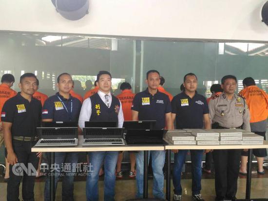 """11名台籍嫌犯被遣返。(图片来源:台湾""""中央社"""")"""