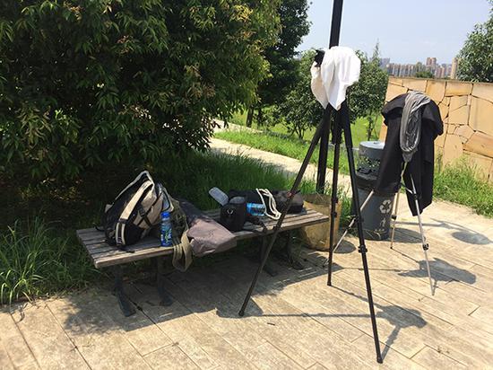 视频拍摄过程,天太热中午休息。