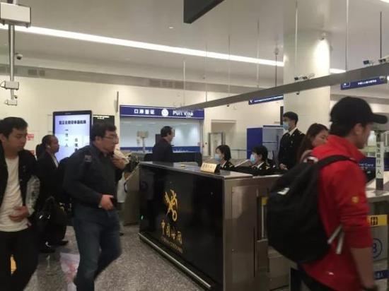 """旅客到达 本文图片均来自微信公众号""""湖北发布"""""""