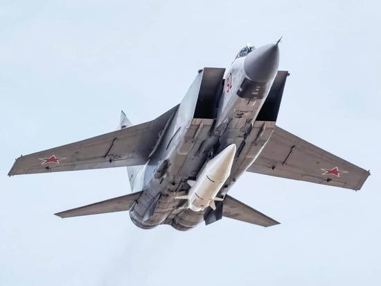 """挂载""""匕首""""高超音速武器的米格-31截击机"""