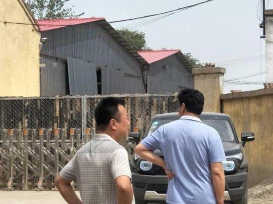 发生事故的企业大门紧闭。