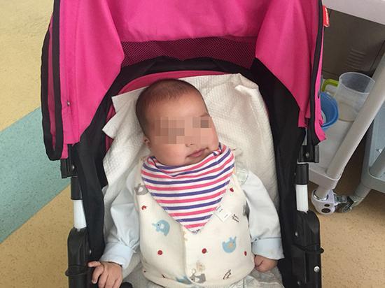 被父亲遗弃了两次的男婴小宇(化名)。 澎湃新闻记者 陈斯斯 图