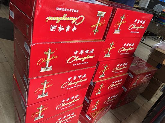 中华啤酒外包装与中华香烟极为相似