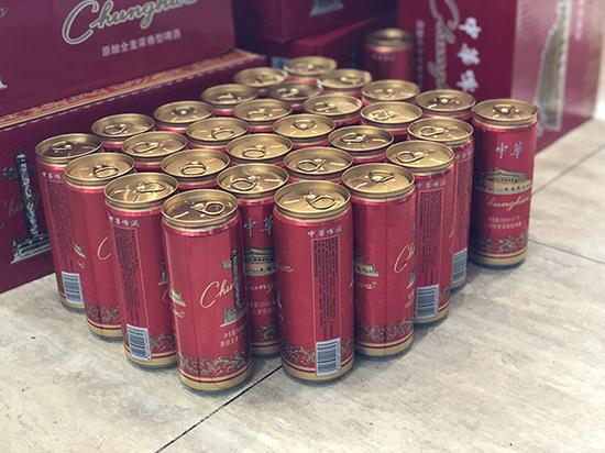 店内查获的部分中华啤酒