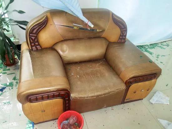 真皮沙发被划破。