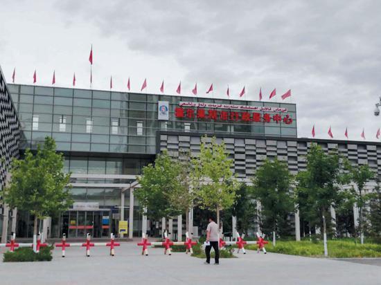 ▲6月3日,霍尔果斯市行政服务中心。摄影/新京报记者 李云琦