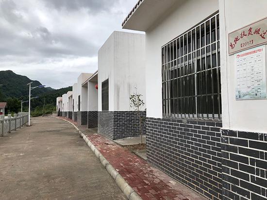 冒尖村唯一集中安置点出现大量空置,被当地村民称为形象工程。