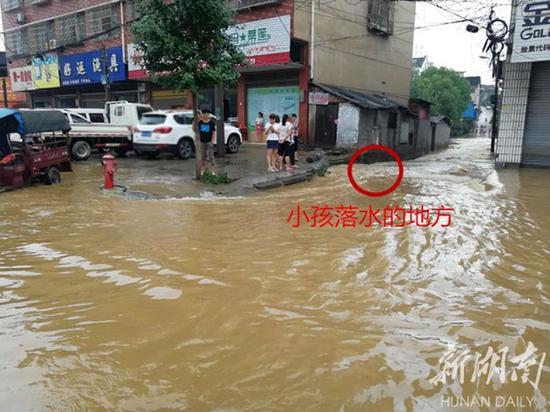 小女孩落水的地方(事发后拍摄) 本文图片均来自新湖南客户端
