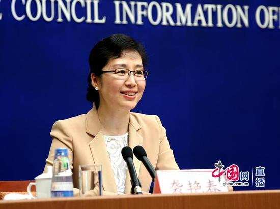 新闻办新闻局副局长袭艳春主持发布会 中国网 宗超 摄