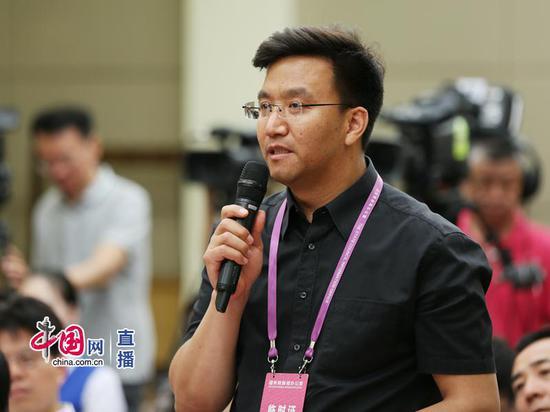 中央电视台记者提问 中国网 宗超 摄