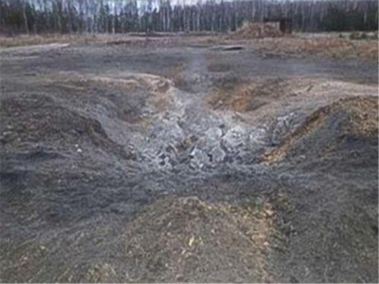 图为俄罗斯高精度航空炸弹在测试后留下的弹坑