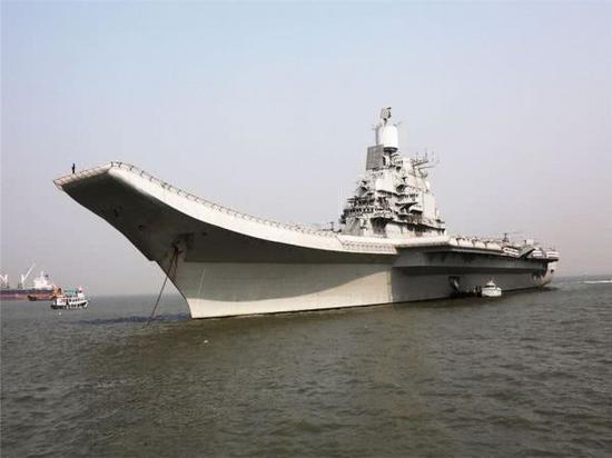"""图为印度海军""""超日王""""号航母"""
