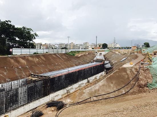 云南玉溪正在建设永久性污水箱涵,完善城市基础设施。