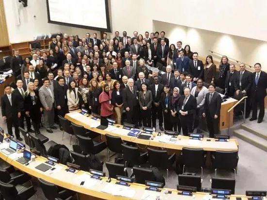 香港和解中心获邀参与联合国国际贸易法委员会会议。成为本港首个获联合国国际贸易法委员会(UNCITRAL)邀请参与的调解机构,并参与其第二工作组之2016及2017会议,向联合国提供业界意见,大大发挥香港调解界于国际舞台上的影响力。