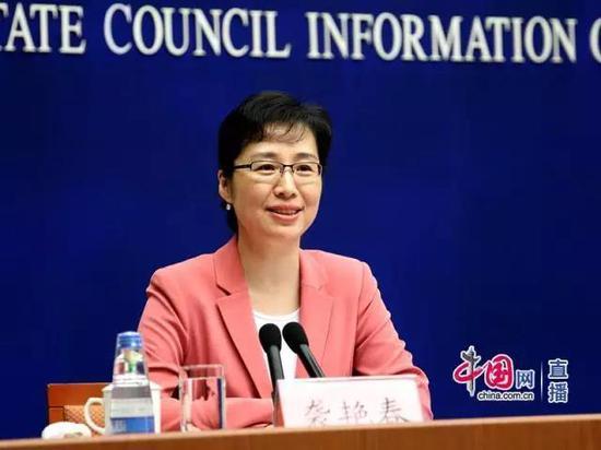 新闻办新闻局副局长袭艳春主持发布会。中国网 宗超 摄