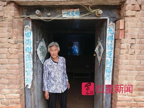 男王宏伟的母亲。图片来自红星新闻