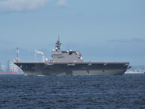 """日本海上自卫""""加贺""""号直升机航母。"""