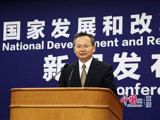 国家发改委政策研究室主任、新闻发言人严鹏程 图片来自中国网