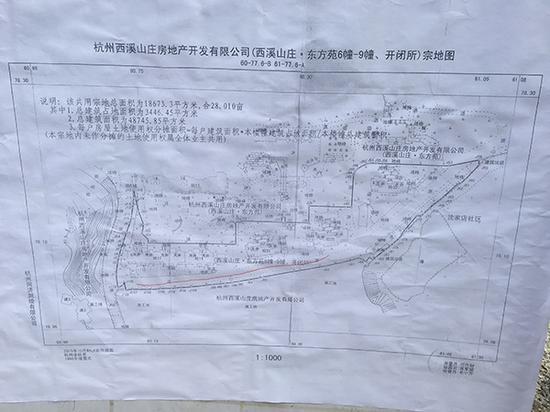 小区业主出示的宗地图,红色画线部分就是争议道路。本文图片 澎湃新闻记者 杨亚东 图