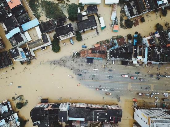 9省区大到暴雨 这个镇一天降雨量相当于北京1.5年