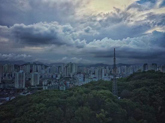 自2000年开始,十几年间,温州楼市风云变幻,经历了过山车般